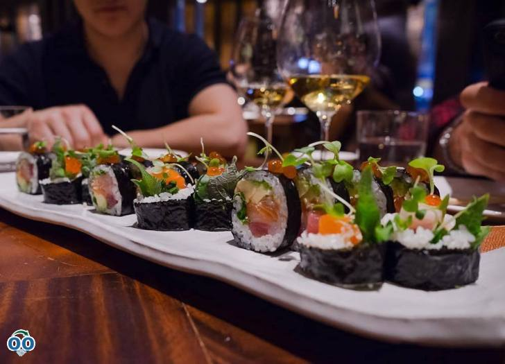 Nothing like a taste of our fresh chirashi maki salmon