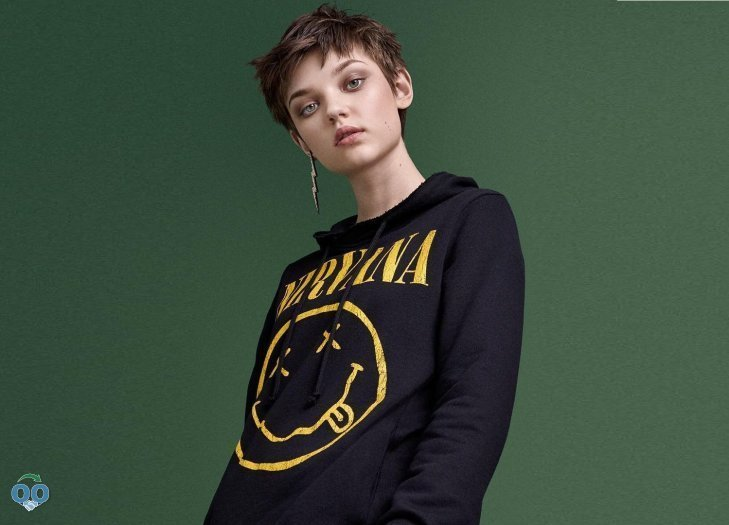 This updated grunge look is defined by punk influences