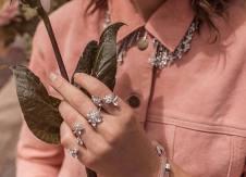 Feminine outfit with the bold gardenia ring, an all-knuckle affair